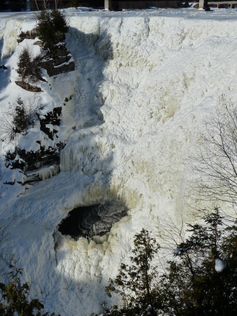 kakabeka_falls_ice
