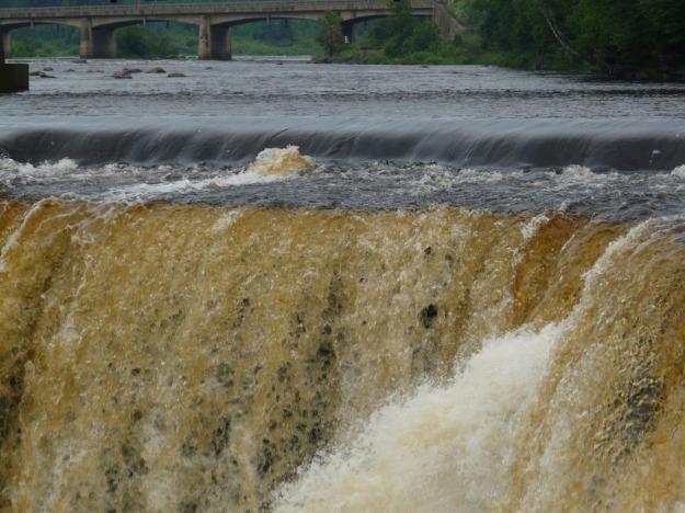 The lip of Kakabeka Falls in summertime...