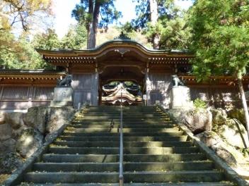 kawakami-gozen-entrance-to-shrine