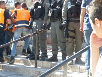 palestinian-medics-carry-injured-past-israeli-security