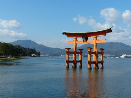 torii-gate-at-miyajima